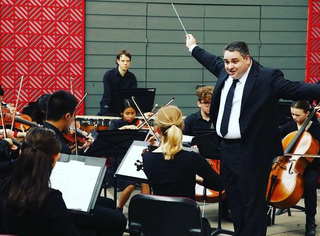 conductor_with_orchestra_in_rehearsal