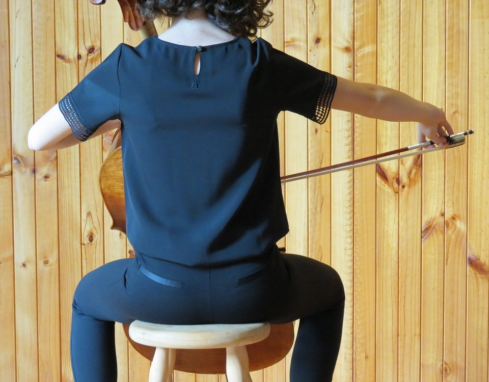 backview_girl_with_cello_sitting