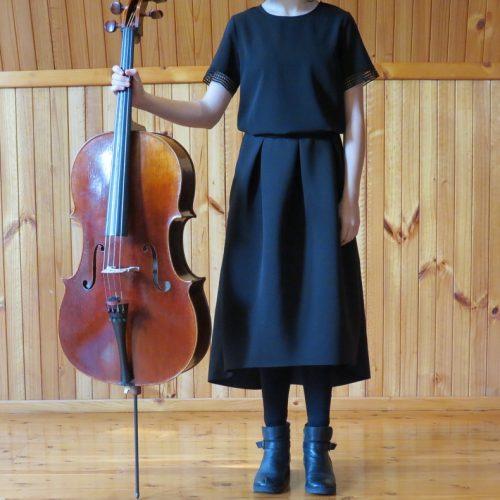 girl_standing_cello_black_clothes