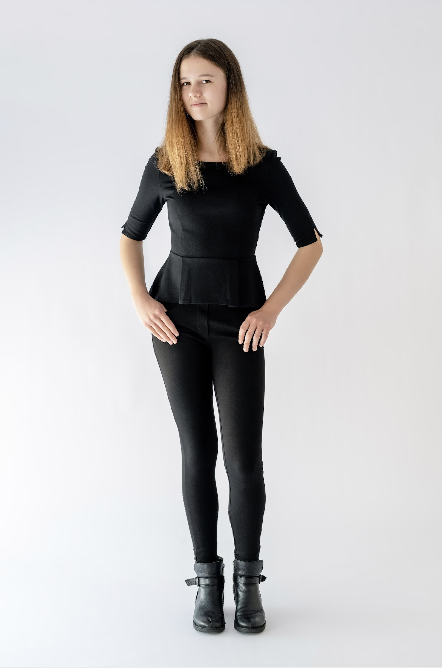girl wearing black top and black pant